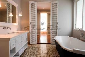 Berawa, 4 Bedrooms Bedrooms, ,4 BathroomsBathrooms,Villa for rent,For Rent,1383